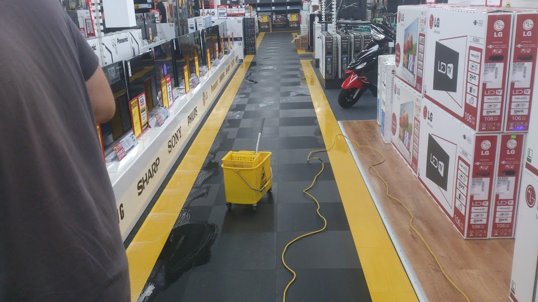 sprzątanie powierzchni handlowych i magazynów